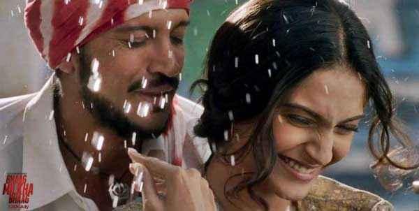 Bhaag Milkha Bhaag Romantic Scene Farhan Akhtar Sonam Kapoor Stills