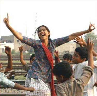 Bhaag Milkha Bhaag Sonam Kapoor Dance Stills