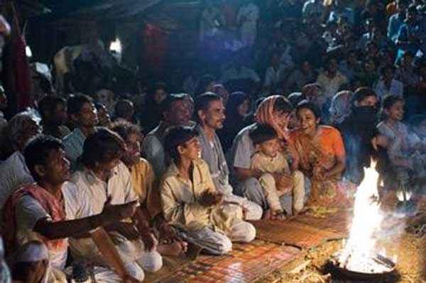 Bhopal A Prayer for Rain Praiyer Stills
