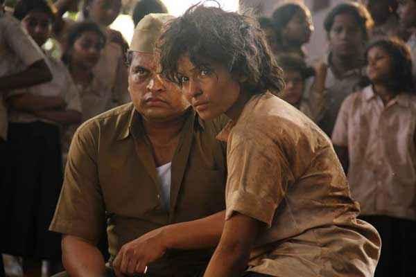 Black Home Chitrashi Rawat Acting Pics Stills