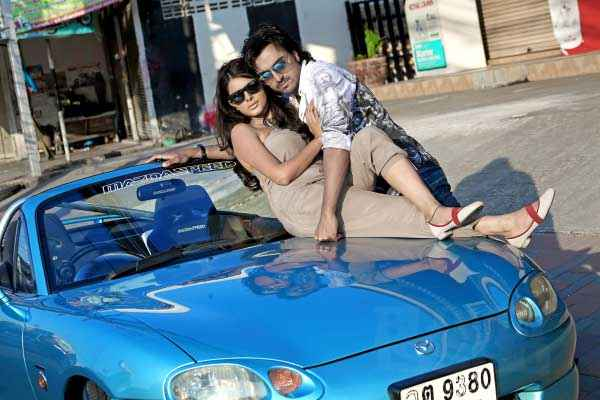 Bloody Isshq Akash Tripta Parashar with Car Stills