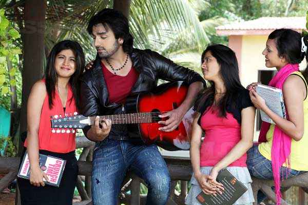 Bloody Isshq Akash with Gitar Stills