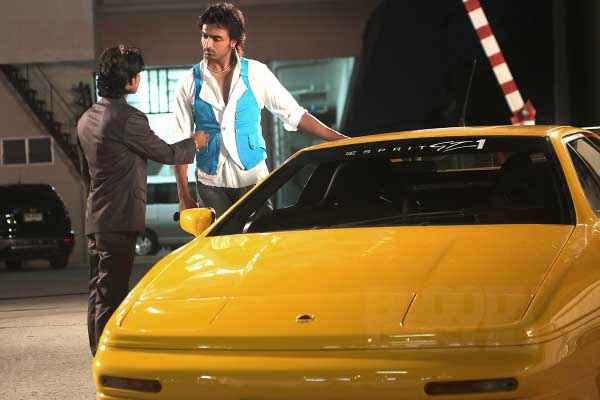 Bloody Isshq Akash with Yellow Car Stills