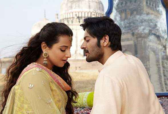 Bobby Jasoos Arjan Bajwa Vidya Balan Romance Stills