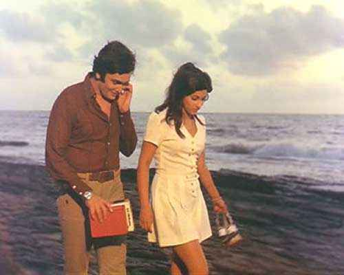 Bobby Rishi Kapoor Dimple Kapadia Beach Scene Stills