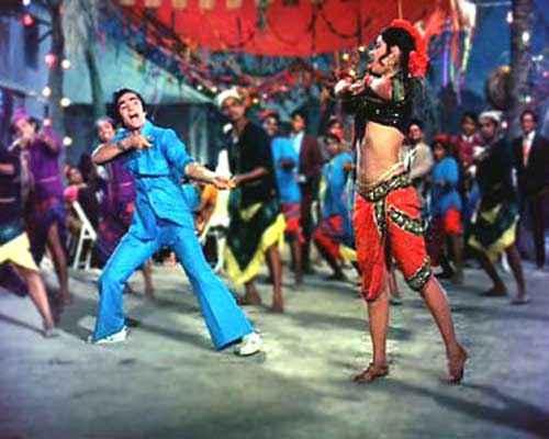 Bobby Rishi Kapoor Dimple Kapadia in Jhoot Bole Kauva Kaate Song Stills