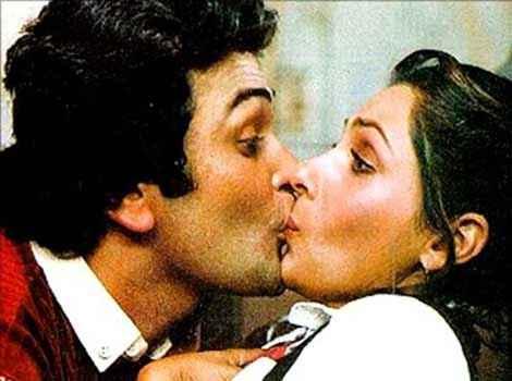 Bobby Rishi Kapoor Dimple Kapadia Kiss Scene Stills