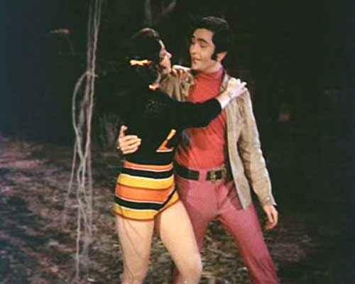 Bobby Rishi Kapoor Dimple Kapadia Romance Scene Stills