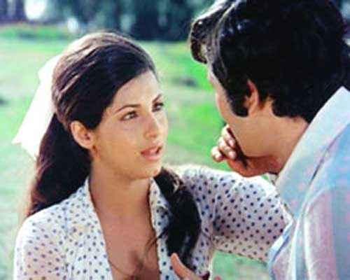 Bobby Rishi Kapoor Dimple Kapadia Romantic Scene Stills