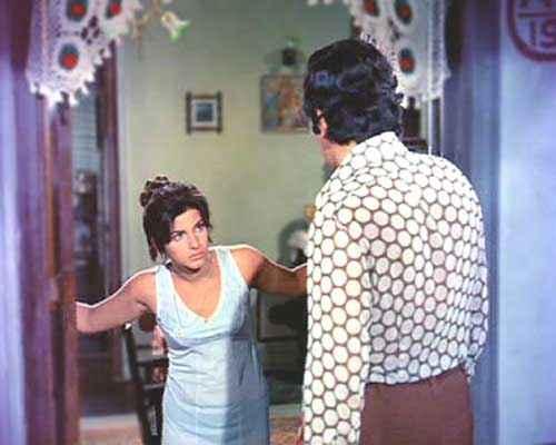 Bobby Rishi Kapoor On Dimple Kapadias Door Step Stills