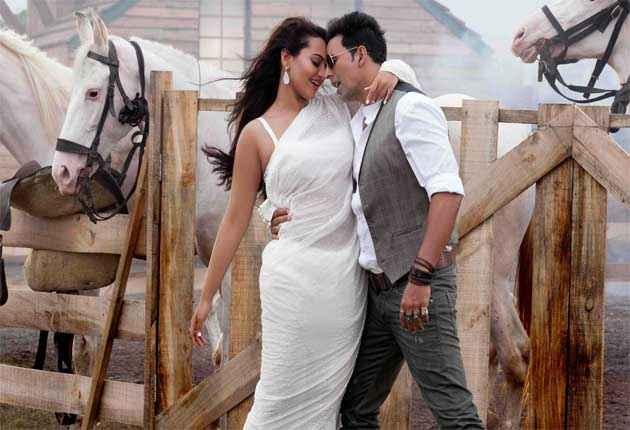 Boss Akshay Kumar Sonakshi Sinha In White Saree Stills