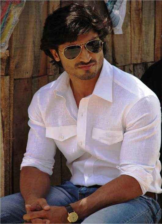 Bullett Raja Star Cast Vidyut Jamwal