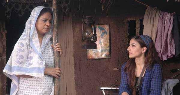 Chaarfutiya Chhokare Seema Biswas Soha Ali Khan Stills