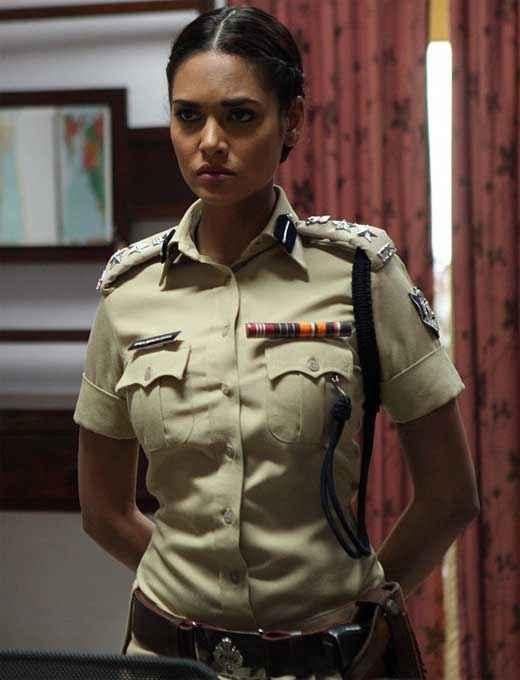 Chakravyuh Star Cast Esha Gupta