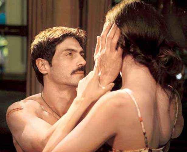 Chakravyuh Arjun Rampal Esha Gupta Hot Scene Stills