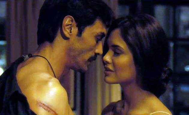 Chakravyuh Arjun Rampal Esha Gupta Kiss Scene Stills