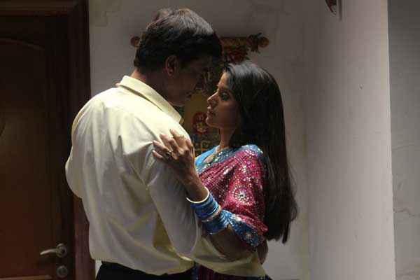 Chand Ke Pare Kiss Photo Stills