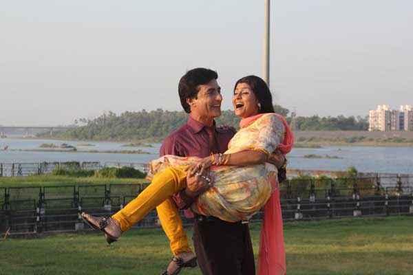 Chand Ke Pare Romantic Scene Stills