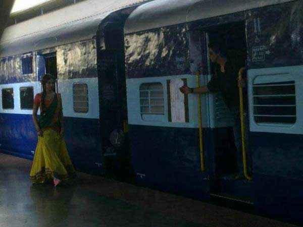 Chennai Express Shahrukh Deepika Romantic Scene Stills