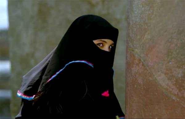 Daawat E Ishq Parineeti Chopra In Black Muslim Dress Stills