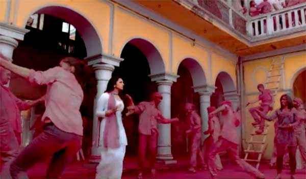 Daawat E Ishq Parineeti Chopra Playing Holi Stills