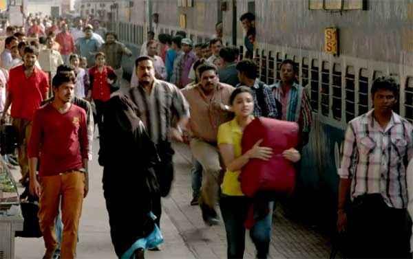 Daawat E Ishq Parineeti Chopra Running At Railway Station Stills