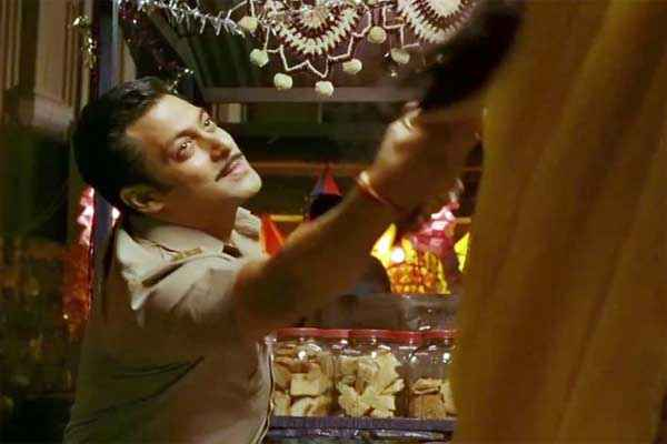 Dabangg 2 Salman Khan with Sonakshi Sinha in Dance Stills