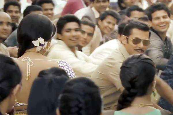 Dabangg 2 Salman Khan with Sonakshi Sinha Stills
