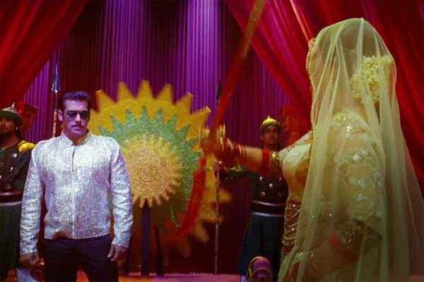 Dabangg 2 Sonakshi Sinha Salman Khan in Song Stills