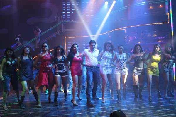 Dee Saturday Night Aman Verma Dance With Girls Stills