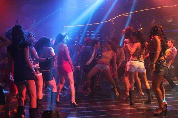 Dee Saturday Night Aman Verma With Hot Girls Dance Stills