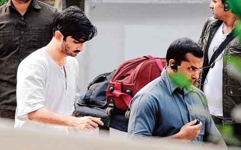 Detective Byomkesh Bakshi Sushant Singh Rajput and Dibakar Banerjee Stills