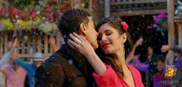 Dhoom 3 Aamir Khan Katrina Kaif Kissing Stills