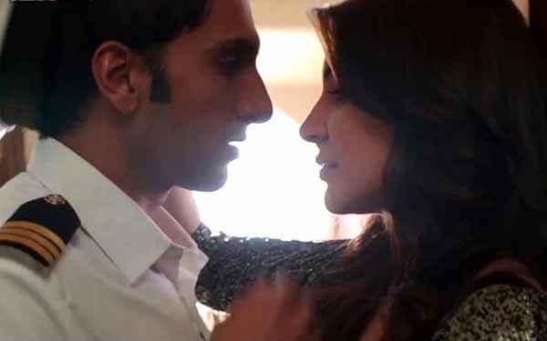 Dil Dhadakne Do Anushka Sharma Ranveer Singh Romance Stills
