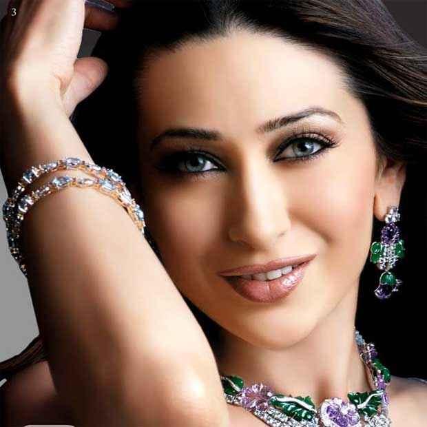 Dil To Pagal Hai Karishma Kapoor Hot Pics Stills