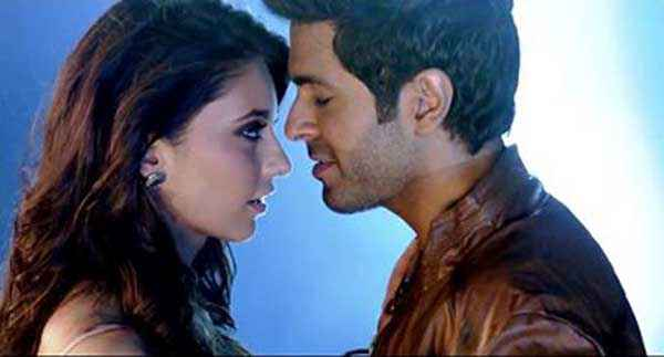 Dishkiyaoon Harman Baweja Ayesha Khanna Romance Stills