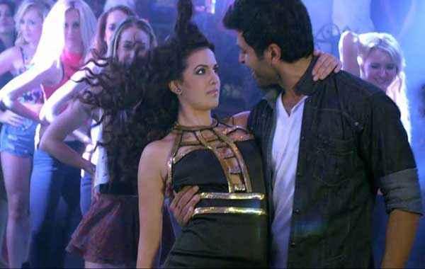 Dishkiyaoon Harman Baweja Ayesha Khanna Romantic Pose Stills