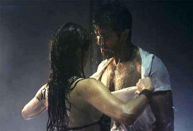 Dishkiyaoon Harman Baweja Ayesha Khanna Sexy Scene Stills