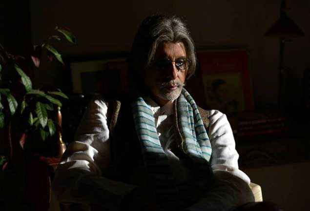 Do Amitabh Bachchan as Paralysed Chess Master Stills