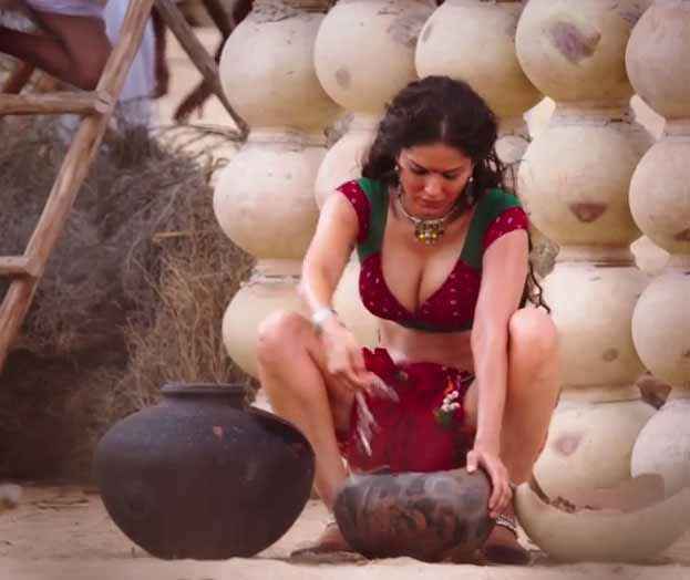 Ek Paheli Leela Sunny Leone Hot Boobs Cleavage Stills