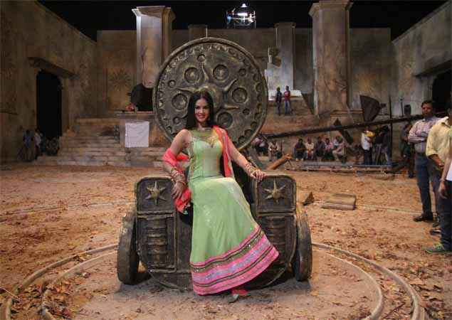 Ek Paheli Leela Sunny Leone Hot Sheet Stills