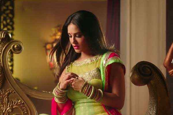 Ek Paheli Leela Sunny Leone In Green Suit Stills