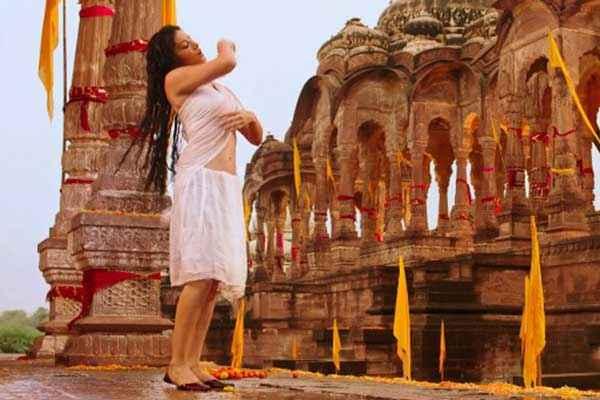 Ek Paheli Leela Sunny Leone Transparent Saree Stills
