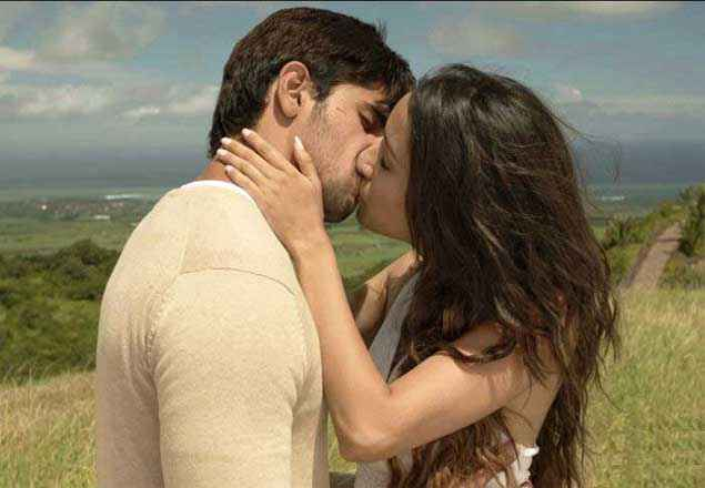 Ek Villain Shraddha Kapoor And Sidharth Malhotra Hot Kiss Stills