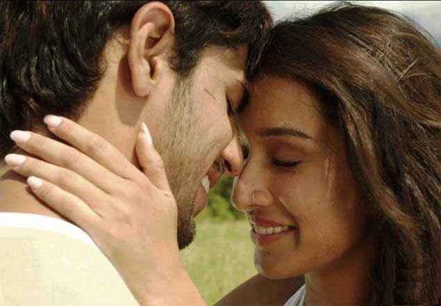 Ek Villain Shraddha Kapoor And Sidharth Malhotra Romance Pic Stills
