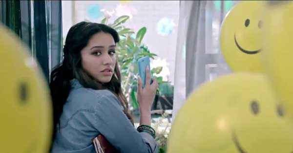Ek Villain Shraddha Kapoor With Mobile Stills