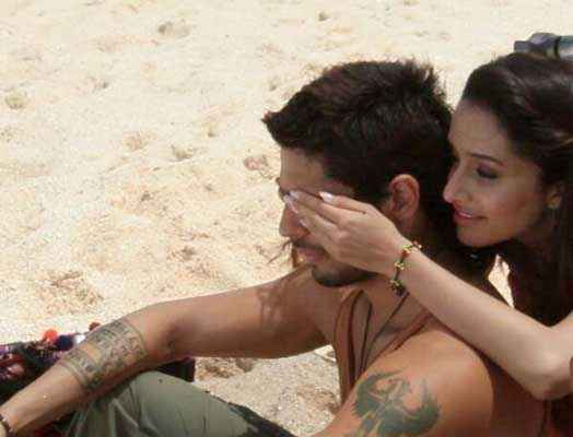 Ek Villain Sidharth Malhotra Shraddha Kapoor At Beach Stills