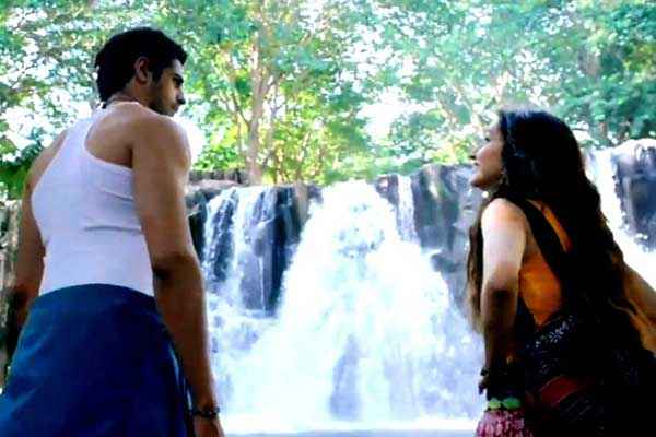 Ek Villain Sidharth Malhotra Shraddha Kapoor Water Fall Scene Stills