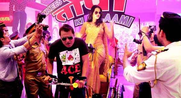 Ekkees Toppon Ki Salaami Neha Dhupia On Rickshaw Stills