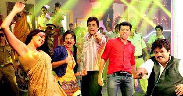 Ekkees Toppon Ki Salaami Neha Dhupia Rajesh Sharma Divyendu Sharma Dance Stills